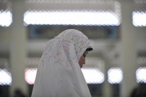 An Indonesian Muslim woman prays at a mo